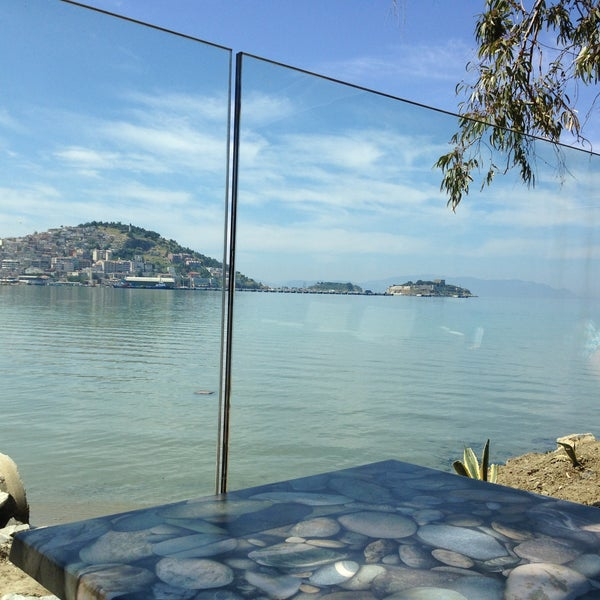 4/28/2013 tarihinde Sarp E.ziyaretçi tarafından Cafe Marin'de çekilen fotoğraf