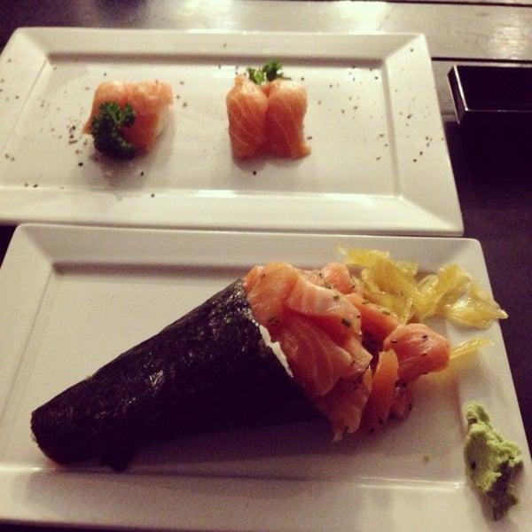Foto tirada no(a) Brava Sushi por Hugo P. em 11/14/2013