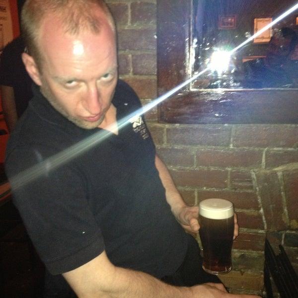 Foto tomada en Hurley's Irish Pub por Sarah C. el 5/4/2013