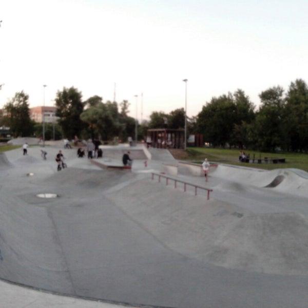 Das Foto wurde bei Скейт-парк «Садовники» von Роман В. am 7/7/2015 aufgenommen