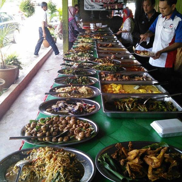 Photo taken at Warung AJA Selera Kampung by Neymot _. on 12/10/2014