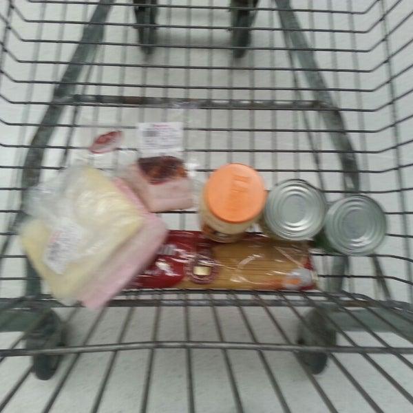 Foto tirada no(a) Supermercado Negreiros por Adriano L. em 1/19/2014