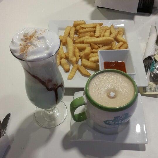 Excelente concepto en Puebla!!! Pidan malteada de dulce leche... me siento en la época época de Vaselina!!!