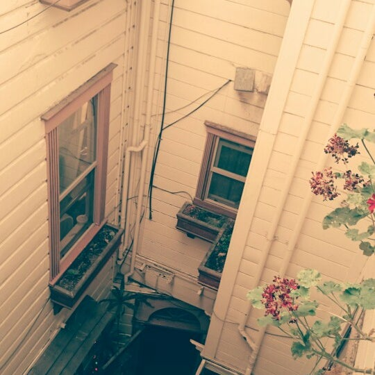 Photo taken at Green Tortoise Hostel by Kris D. on 10/15/2014