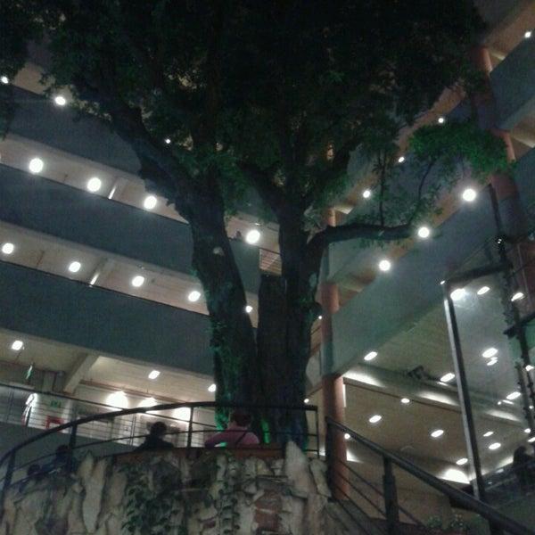 Foto tomada en Universidad Autónoma de Asunción por Jorge V. el 6/3/2013