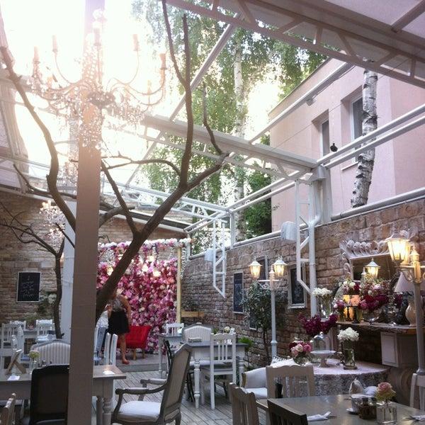 Bb Cafe Paris