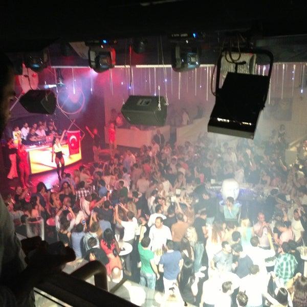 6/1/2013 tarihinde Nazli S.ziyaretçi tarafından Masquerade Club'de çekilen fotoğraf