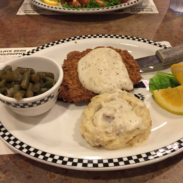 Photo taken at Gilbert Black Bear Diner by Davin M. on 10/26/2014