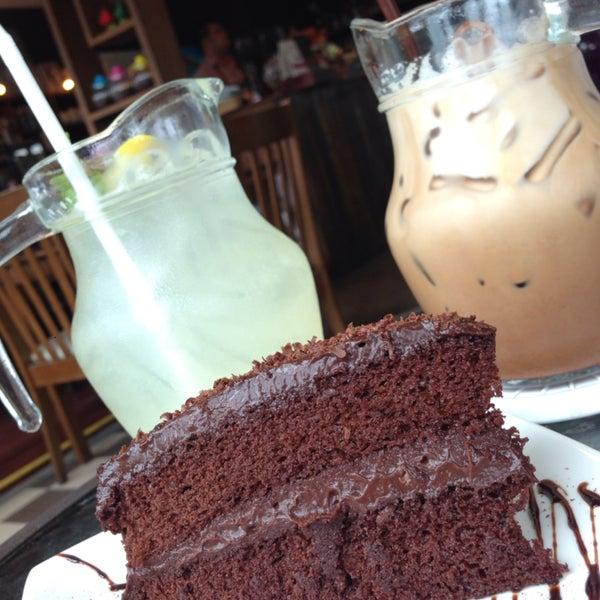 เครื่องดื่มธรรมดานะ แต่เค้กช็อคโกแลตแจ่มมากๆๆๆ / ร้านน่ารัก