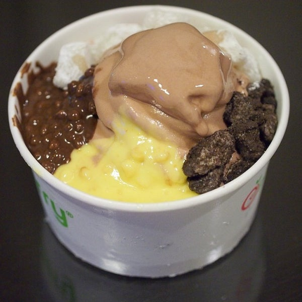 Photo taken at Pinkberry by PoP O. on 11/17/2013
