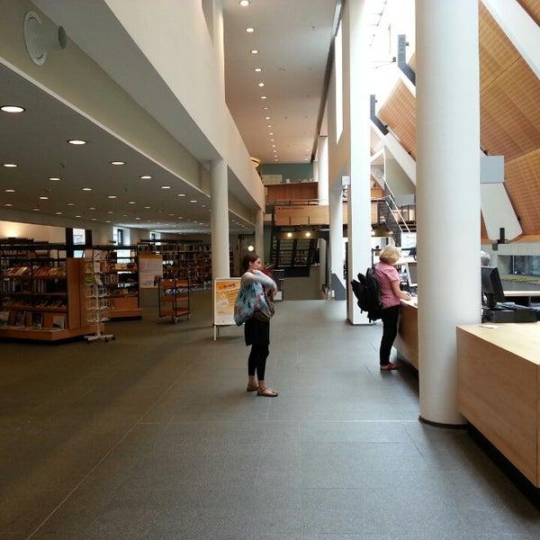 Das Foto wurde bei Stadtbücherei Münster von ElkeC am 8/7/2014 aufgenommen