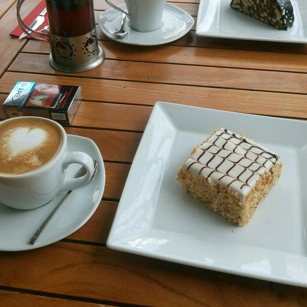 2/12/2017 tarihinde Güler Y.ziyaretçi tarafından Caffe Sydney'de çekilen fotoğraf