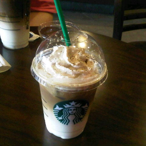 Photo taken at Starbucks by Meemee L. on 4/7/2013