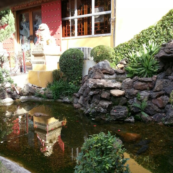 Снимок сделан в Golden Plaza Chinese Restaurant пользователем Ana Carla C. 6/22/2013