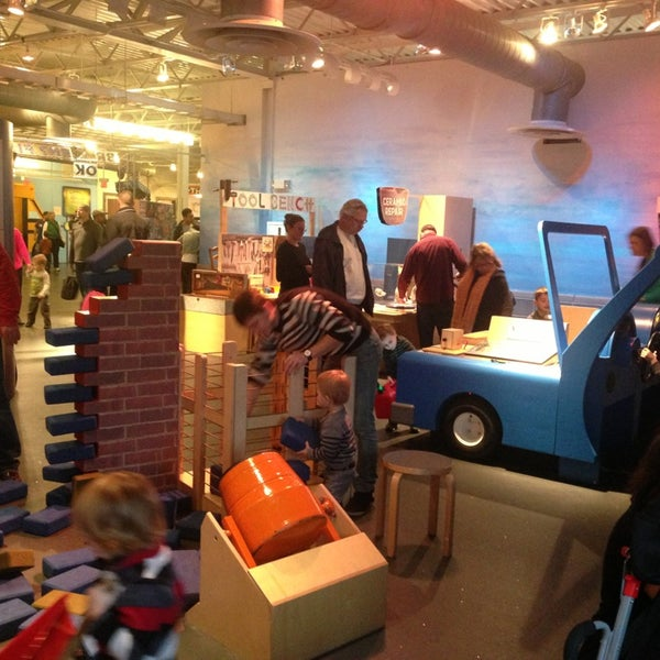 Photo taken at Long Island Children's Museum by Yulia A. on 12/29/2013
