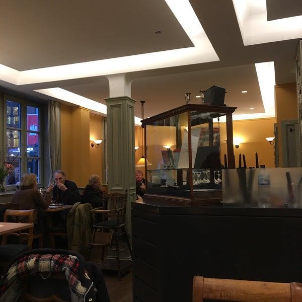 Foto tirada no(a) Kleinhuis' Café & Weinstube por Tim M. em 4/22/2017