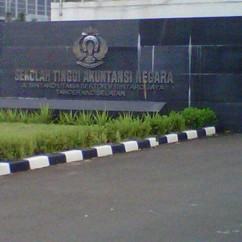 Photo taken at Sekolah Tinggi Akuntansi Negara (STAN) by Indah A. on 2/22/2013