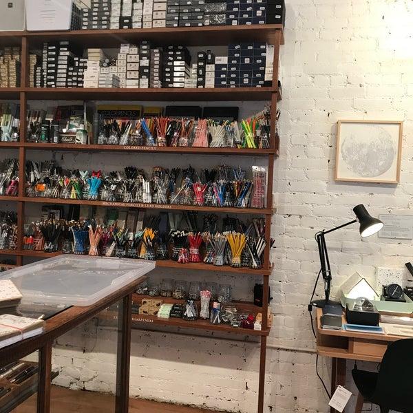 Das Foto wurde bei McNally Jackson Store: Goods for the Study von Eva W. am 6/20/2018 aufgenommen