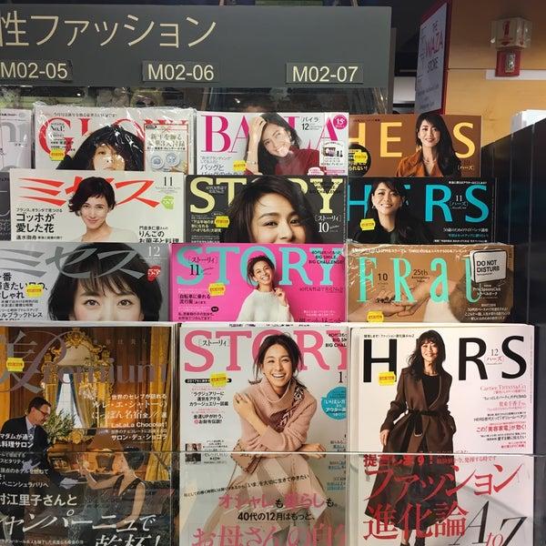 รูปภาพถ่ายที่ Kinokuniya Bookstore โดย Eva W. เมื่อ 1/9/2017