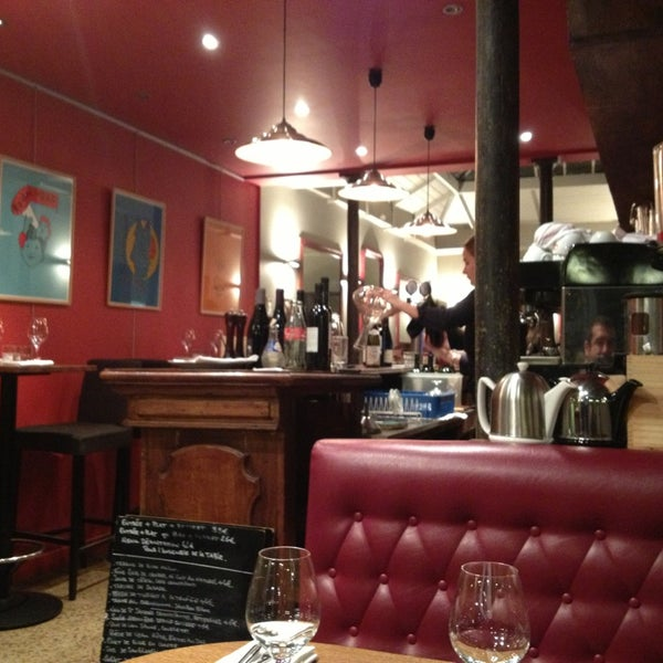 Le miroir clignancourt 20 tips from 241 visitors for Miroir restaurant paris menu