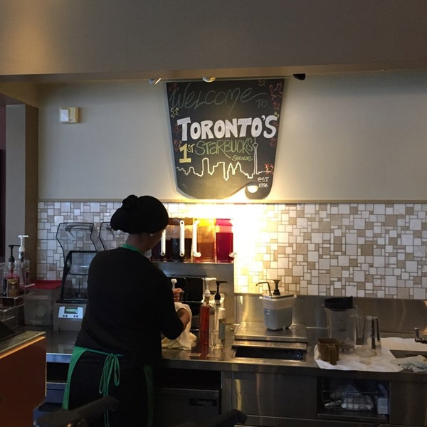Photo taken at Starbucks by Benjamin Y. on 10/19/2014