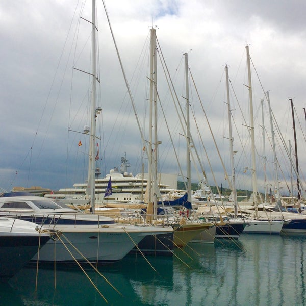 Photo taken at OneOcean Port Vell Barcelona by Nejc R. on 10/21/2016