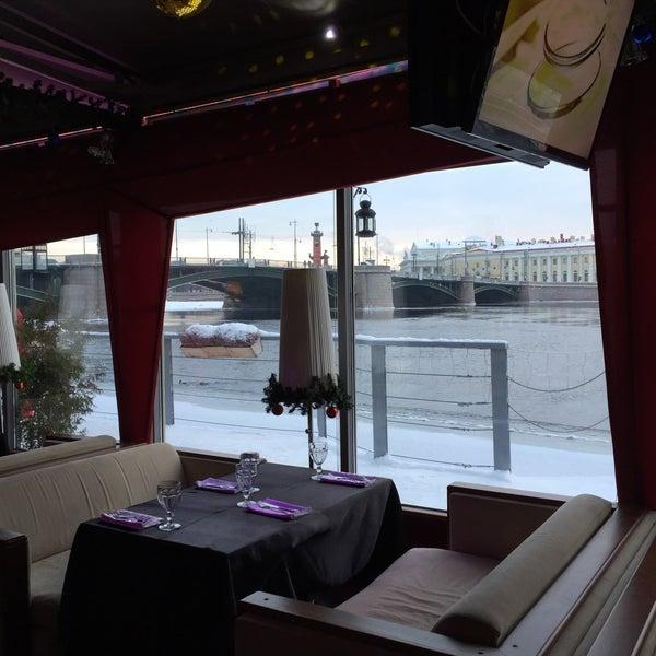Снимок сделан в DoZari / Дозари шоу-ресторан на воде пользователем 最初のプロファイル 12/30/2014