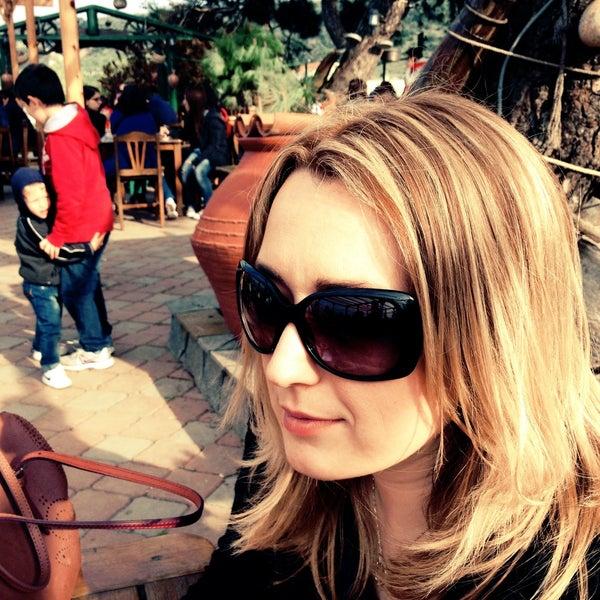 4/23/2013 tarihinde Gamze K.ziyaretçi tarafından Çamlı Kahve'de çekilen fotoğraf