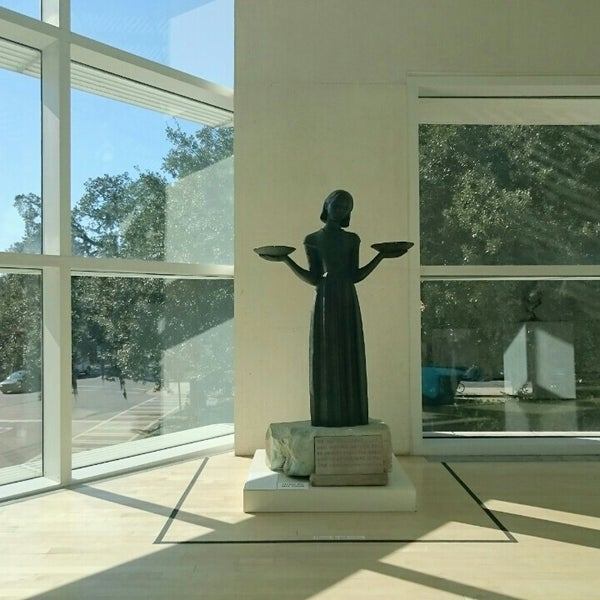 Photo taken at Telfair Museums' Jepson Center by Eddie P. on 10/30/2015