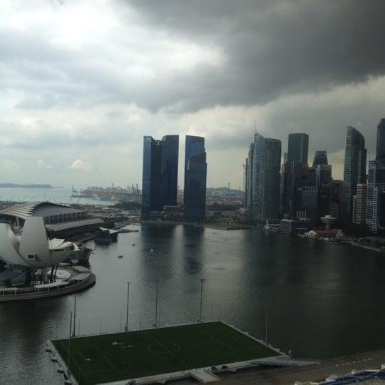 Photo taken at The Ritz-Carlton Millenia Singapore by Lloyd on 10/31/2012