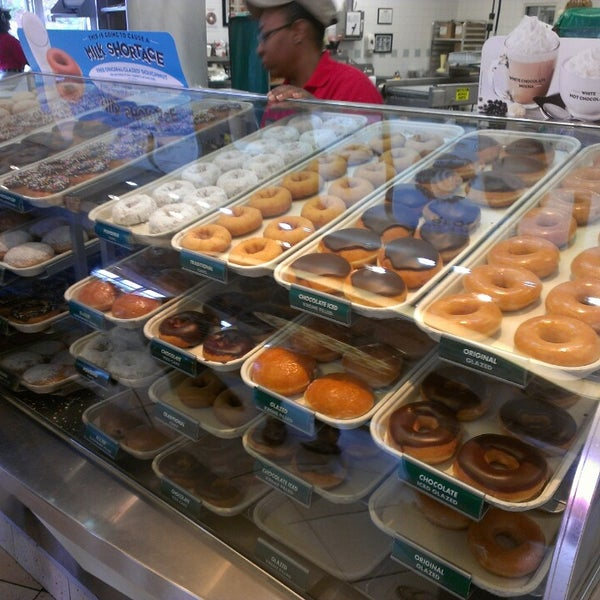 Photo taken at Krispy Kreme Doughnuts by Daviee D. on 4/16/2013