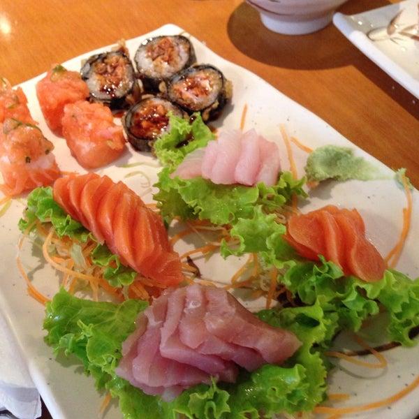 Foto tirada no(a) Sushi Koba por Hugo L. em 4/17/2014