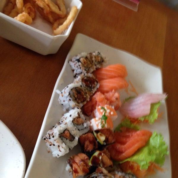 Foto tirada no(a) Sushi Koba por Hugo L. em 3/19/2014