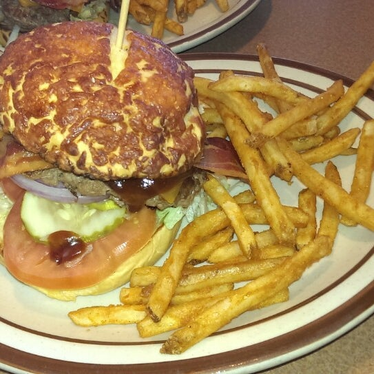 Photo taken at Denny's by Alberto D. on 8/9/2013