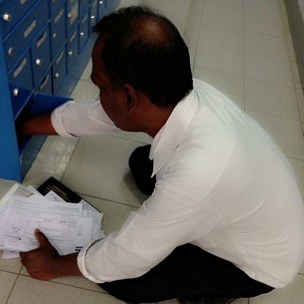 Photo taken at Emirates Post Office مكتب بريد الإمارات by Ezil J. on 7/11/2013