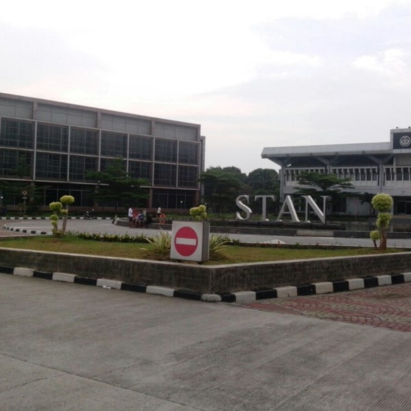 Photo taken at Sekolah Tinggi Akuntansi Negara (STAN) by Asmoro B. on 5/5/2013