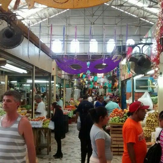 Foto diambil di Mercado Pino Suarez oleh Cesar R. pada 2/10/2016
