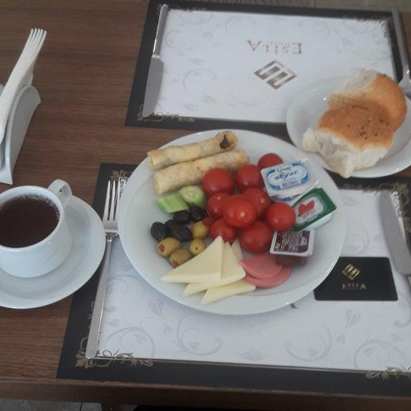 Foto scattata a Esila Hotel Ankara da B.D . il 5/30/2018