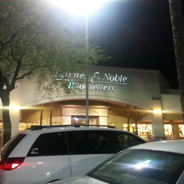 Photo taken at Barnes & Noble by Hansel B. on 4/26/2014