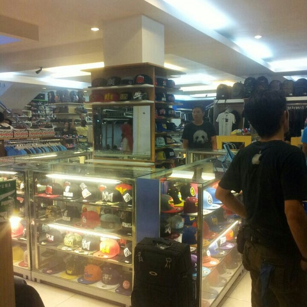Photo taken at Outlet Biru by Adhimulya N E. on 11/11/2015