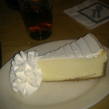 Photo taken at The Cheesecake Factory by Paulo J. on 1/15/2013