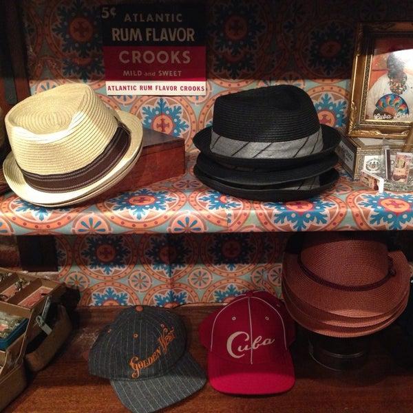 Снимок сделан в Goorin Bros. Hat Shop - West Village пользователем Ty S. 4/10/2014