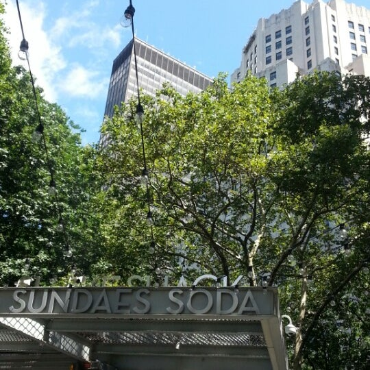 Foto diambil di Madison Square Park oleh Jee-Hyun M. pada 8/14/2013