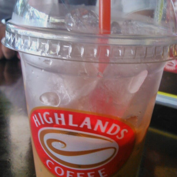 Photo taken at Highlands Coffee by Hoang O. on 10/23/2013