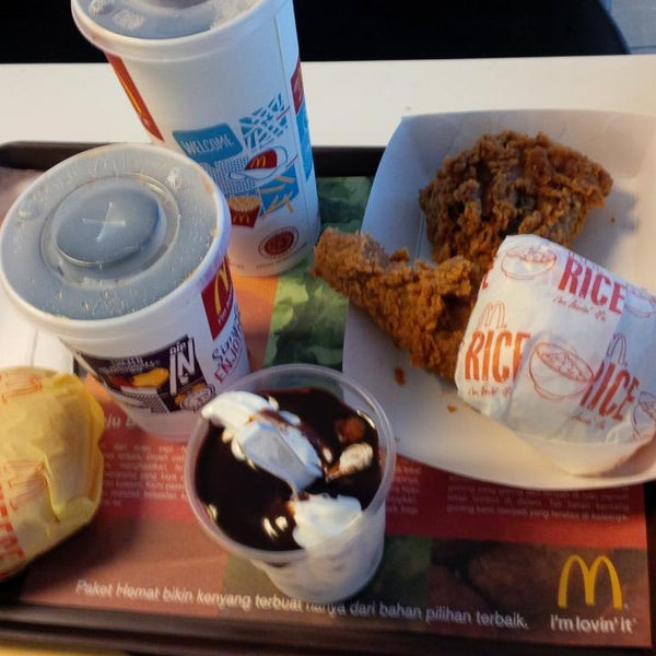 Photo taken at McDonald's by Lourene Y. on 12/27/2014