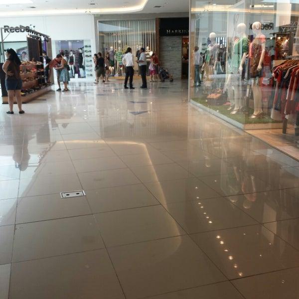 รูปภาพถ่ายที่ Costa Urbana Shopping โดย Bitácoras de un V. เมื่อ 12/31/2013