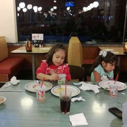 Photo taken at IHOP by Mercedes S. on 12/21/2013