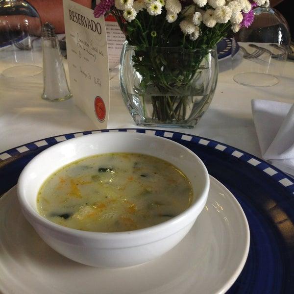 Foto tomada en Catedral Restaurante & Bar por Chiken R. el 7/21/2013
