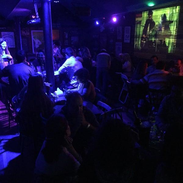 Foto tirada no(a) Liverpub Vitória por Renato C. em 8/11/2017