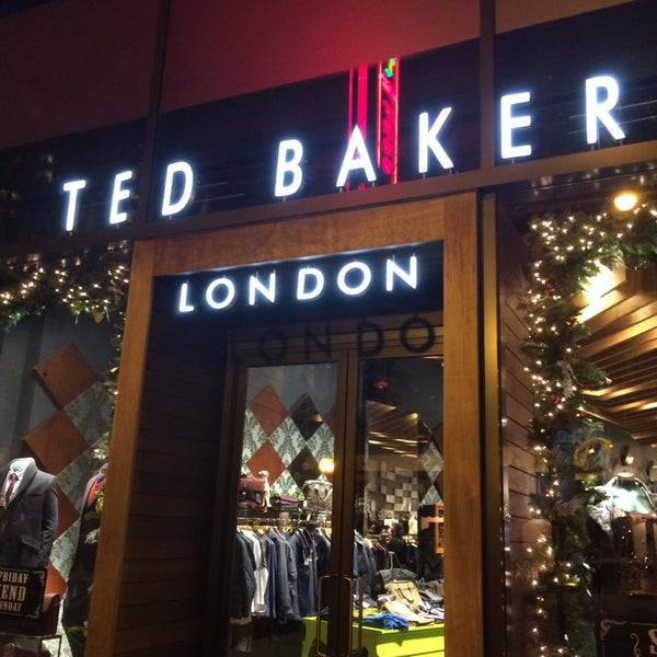Photo taken at Ted Baker by Jemillex B. on 11/29/2014